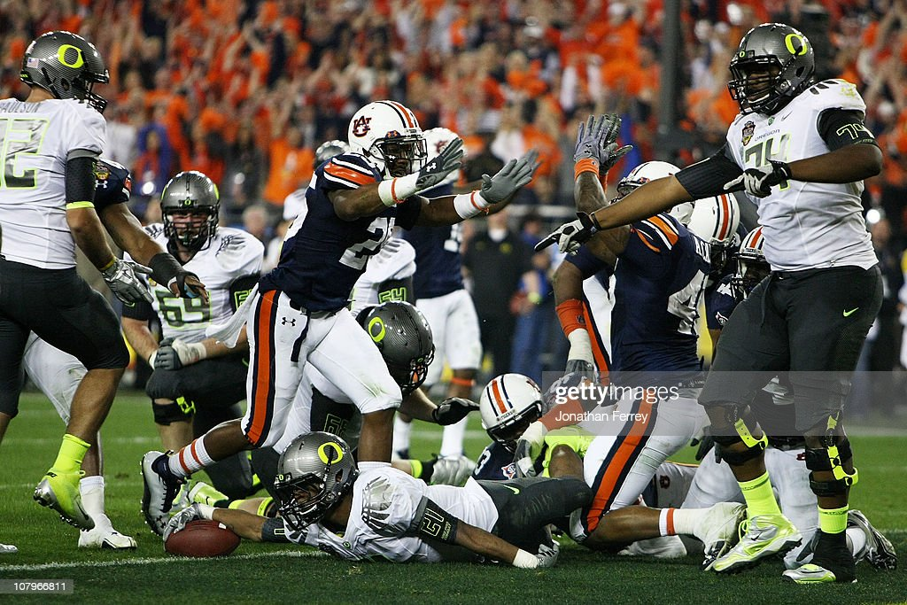 LaMichael James #21 of the Oregon Ducks can't get the ball out of the endzone and the Auburn Tigers score a safety in the second quarter of the Tostitos BCS National Championship Game at University of Phoenix Stadium on January 10, 2011 in Glendale, Arizona.