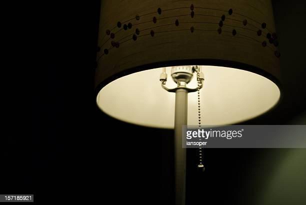 Lampe in einem dunklen Raum