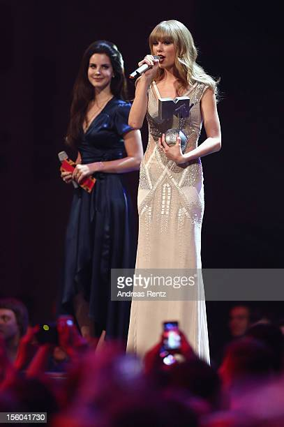 Lana Del Ray presents Taylor Swift with the award for Best Female onstage at the MTV EMA's 2012 at Festhalle Frankfurt on November 11 2012 in...