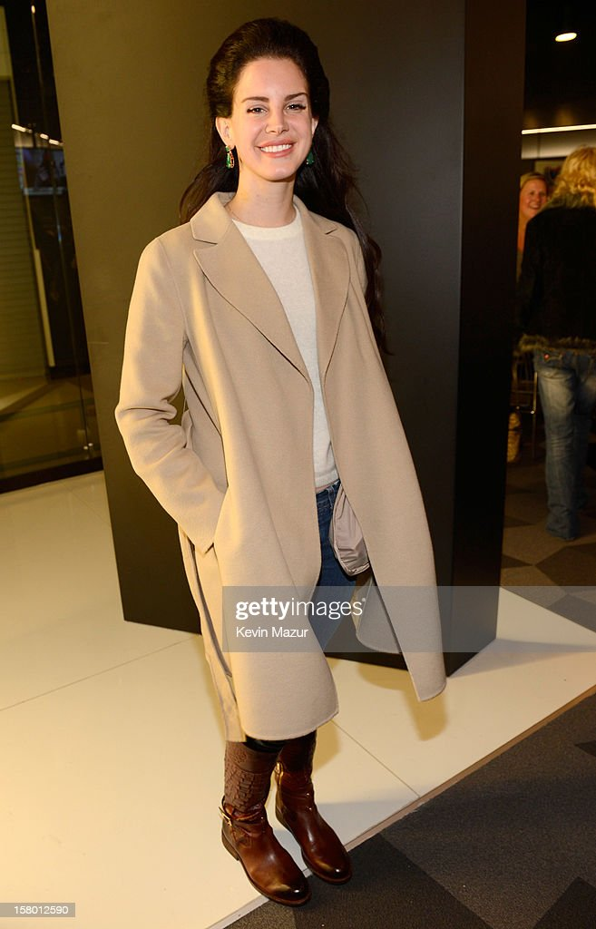 <a gi-track='captionPersonalityLinkClicked' href=/galleries/search?phrase=Lana+Del+Rey&family=editorial&specificpeople=8565478 ng-click='$event.stopPropagation()'>Lana Del Rey</a> backstage at Barclays Center of Brooklyn on December 8, 2012 in New York City.