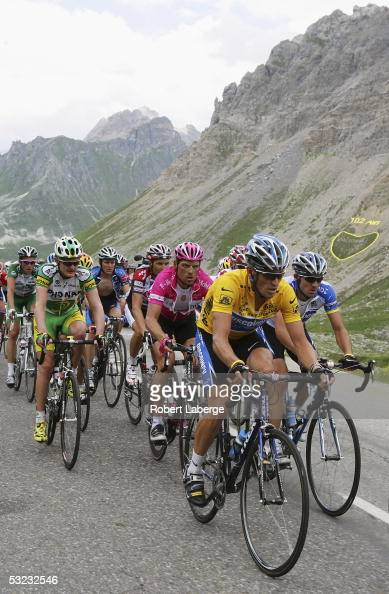 Lance Armstrong of the USA riding for the Discovery Channel cycling team in the yellow jersey leads the peloton and Jan Ullrich of Germany riding for...