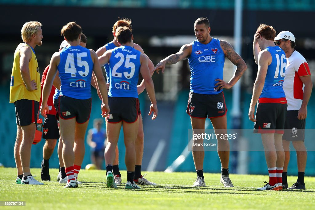 Lance Franklin gives his team mates instructions during a Sydney Swans AFL training session at Sydney Cricket Ground on August 22, 2017 in Sydney, Australia.