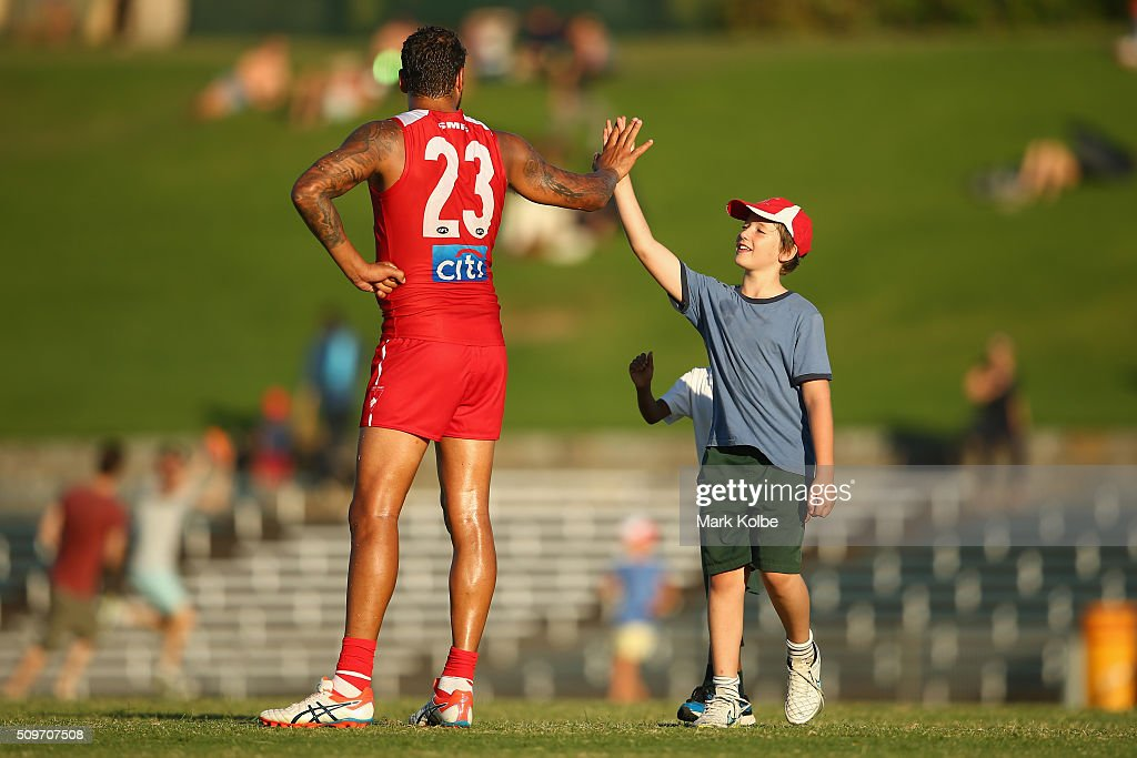 <a gi-track='captionPersonalityLinkClicked' href=/galleries/search?phrase=Lance+Franklin&family=editorial&specificpeople=561332 ng-click='$event.stopPropagation()'>Lance Franklin</a> of the Red Team high fives children on the field during the three quarter time break of the Sydney Swans AFL intra-club match at Henson Park on February 12, 2016 in Sydney, Australia.