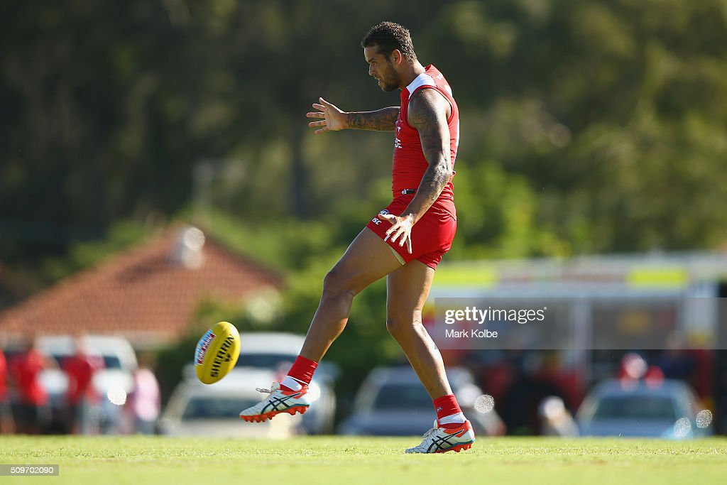 <a gi-track='captionPersonalityLinkClicked' href=/galleries/search?phrase=Lance+Franklin&family=editorial&specificpeople=561332 ng-click='$event.stopPropagation()'>Lance Franklin</a> of the Red Team kicks during the Sydney Swans AFL intra-club match at Henson Park on February 12, 2016 in Sydney, Australia.