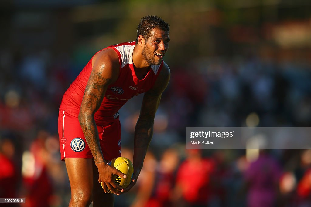Lance Franklin of the Red Team prepares for a shot on goal on during the Sydney Swans AFL intra-club match at Henson Park on February 12, 2016 in Sydney, Australia.