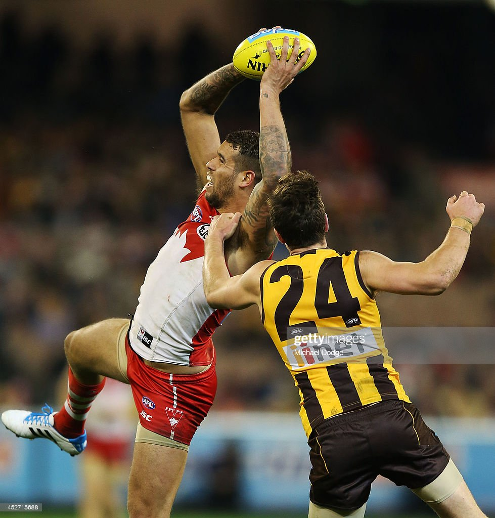 <a gi-track='captionPersonalityLinkClicked' href=/galleries/search?phrase=Lance+Franklin&family=editorial&specificpeople=561332 ng-click='$event.stopPropagation()'>Lance Franklin</a> of the Swans marks the ball against Ben Stratton of the Hawks during the round 18 AFL match between the Hawthorn Hawks and the Sydney Swans at Melbourne Cricket Ground on July 26, 2014 in Melbourne, Australia.