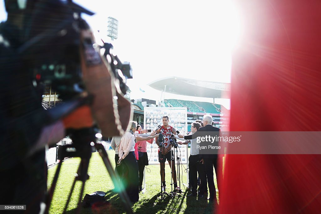 <a gi-track='captionPersonalityLinkClicked' href=/galleries/search?phrase=Lance+Franklin&family=editorial&specificpeople=561332 ng-click='$event.stopPropagation()'>Lance Franklin</a> of the Swans speaks to the media during a Sydney Swans AFL training session at Sydney Cricket Ground on May 25, 2016 in Sydney, Australia.