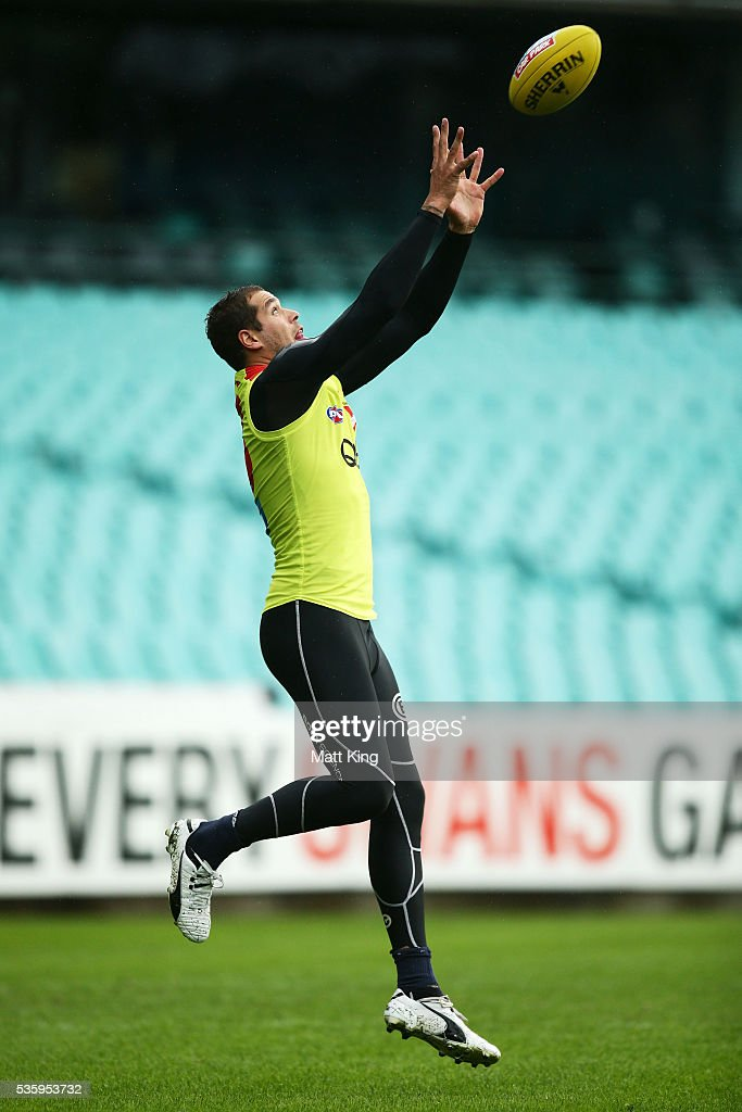 <a gi-track='captionPersonalityLinkClicked' href=/galleries/search?phrase=Lance+Franklin&family=editorial&specificpeople=561332 ng-click='$event.stopPropagation()'>Lance Franklin</a> of the Swans takes a mark during a Sydney Swans AFL training session at Sydney Cricket Ground on May 31, 2016 in Sydney, Australia.