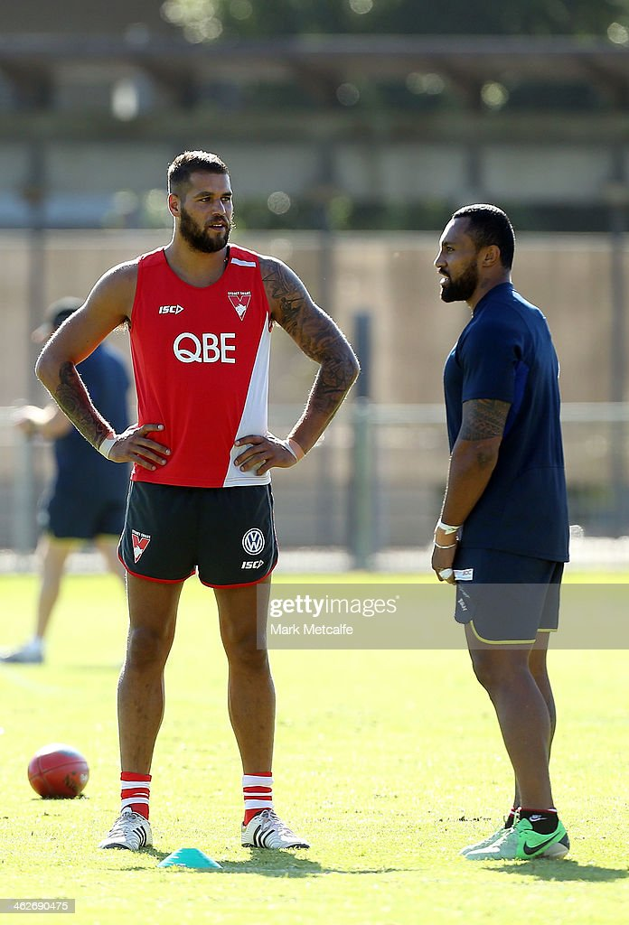 <a gi-track='captionPersonalityLinkClicked' href=/galleries/search?phrase=Lance+Franklin&family=editorial&specificpeople=561332 ng-click='$event.stopPropagation()'>Lance Franklin</a> of the Swans talks to <a gi-track='captionPersonalityLinkClicked' href=/galleries/search?phrase=Roy+Asotasi&family=editorial&specificpeople=167229 ng-click='$event.stopPropagation()'>Roy Asotasi</a> of the Warrington Wolves during a Sydney Swans AFL pre-season training session at Lakeside Oval on January 15, 2014 in Sydney, Australia.