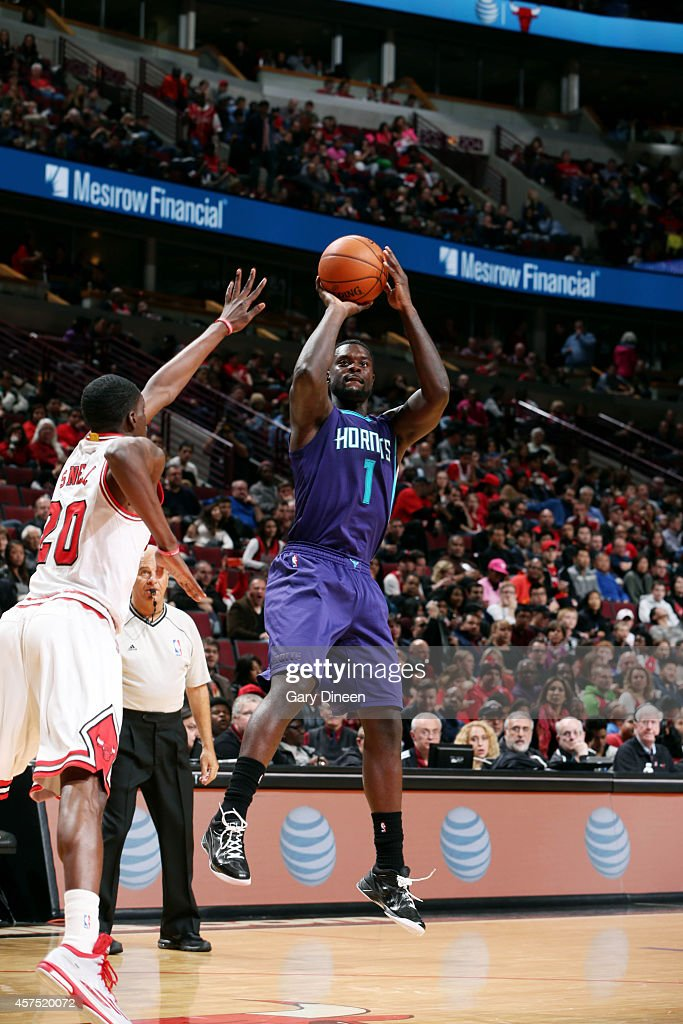 Lance Stephenson of the Charlotte Hornets shoots against the Chicago Bulls on October 19 2014 at United Center Chicago Illinois NOTE TO USER User...