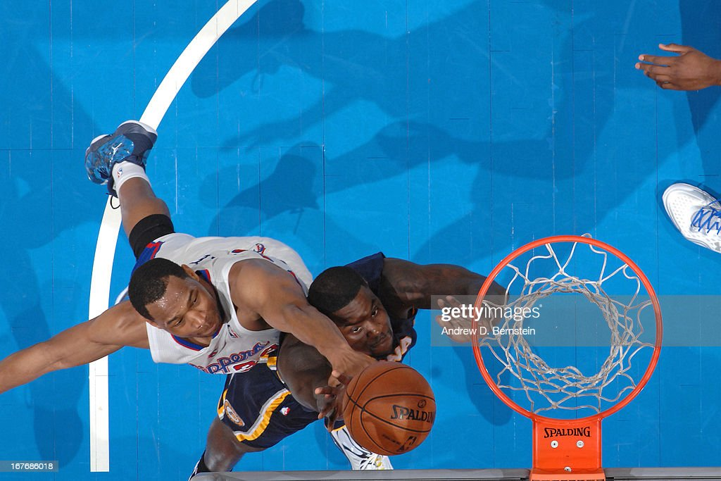 <a gi-track='captionPersonalityLinkClicked' href=/galleries/search?phrase=Lance+Stephenson&family=editorial&specificpeople=5298304 ng-click='$event.stopPropagation()'>Lance Stephenson</a> #1 of the Indiana Pacers shoots against <a gi-track='captionPersonalityLinkClicked' href=/galleries/search?phrase=Willie+Green&family=editorial&specificpeople=201653 ng-click='$event.stopPropagation()'>Willie Green</a> #34 of the Los Angeles Clippers at Staples Center on April 1, 2013 in Los Angeles, California.