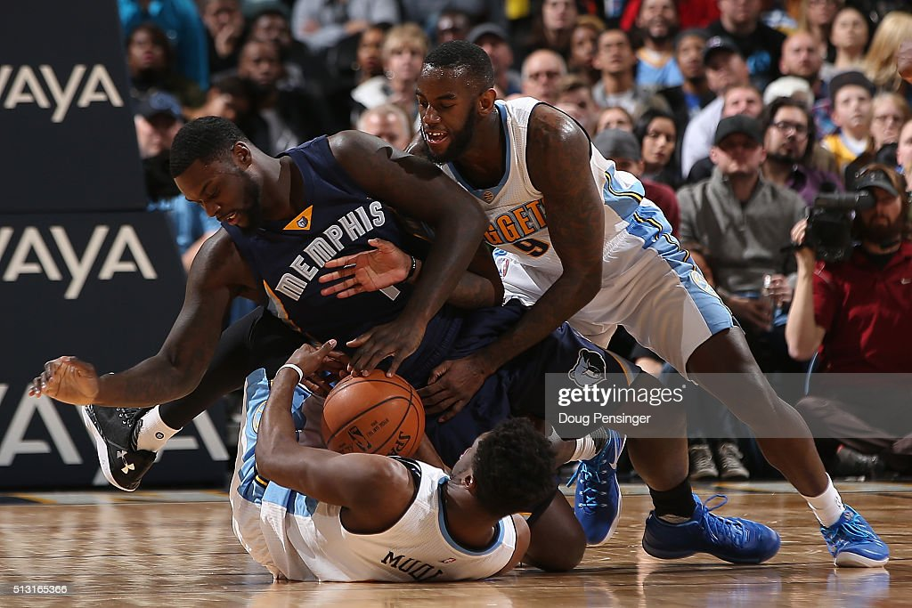 Lance Stephenson #1 of the Memphis Grizzlies contests Emmanuel Mudiay #0 and JaKarr Sampson #9 of the Denver Nuggets for a loose ball at Pepsi Center on February 29, 2016 in Denver, Colorado. The Grizzlies defeated the Nuggets 103-96.