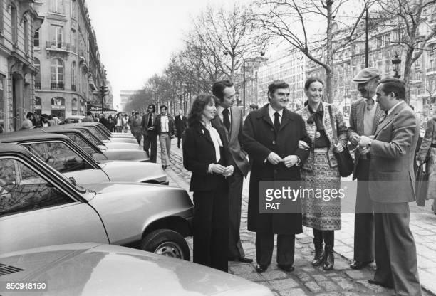 Lancement de la Renault 5 automatique sur les ChampsElysées en présence de Sabine Cassel JeanMarie Cavada Pierre Salinger Claudine Auger Francis...