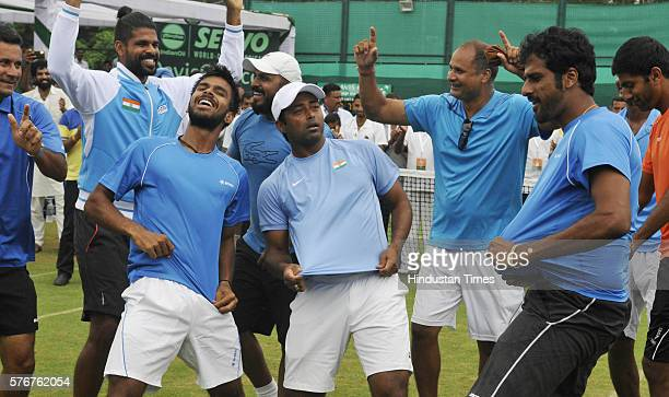 Lander Paes Rohan Bopanna Ramkumar Ramanathan Saketh Myneni Anand Amritraj Coach Zeeshan Ali and other Indian team celebrating the victory against...