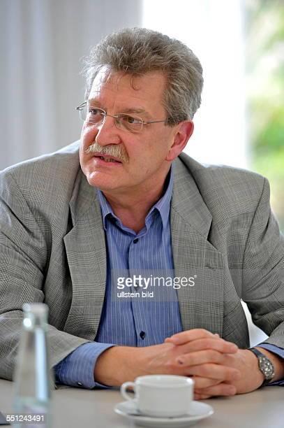 Landespressekonferenz zum Thema 'Netzwerk EnergieInnovation' in der Staatskanzlei in Saarbrücken Im Bild Michael Igel von der Hochschule für Technik...