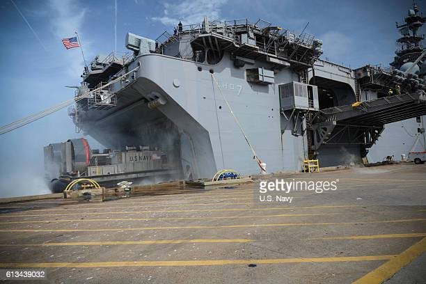 Landing Craft Air Cushion 89 attached to Naval Beach Group 2 enters the well deck of the amphibious assault ship USS Iwo Jima during an onload of...