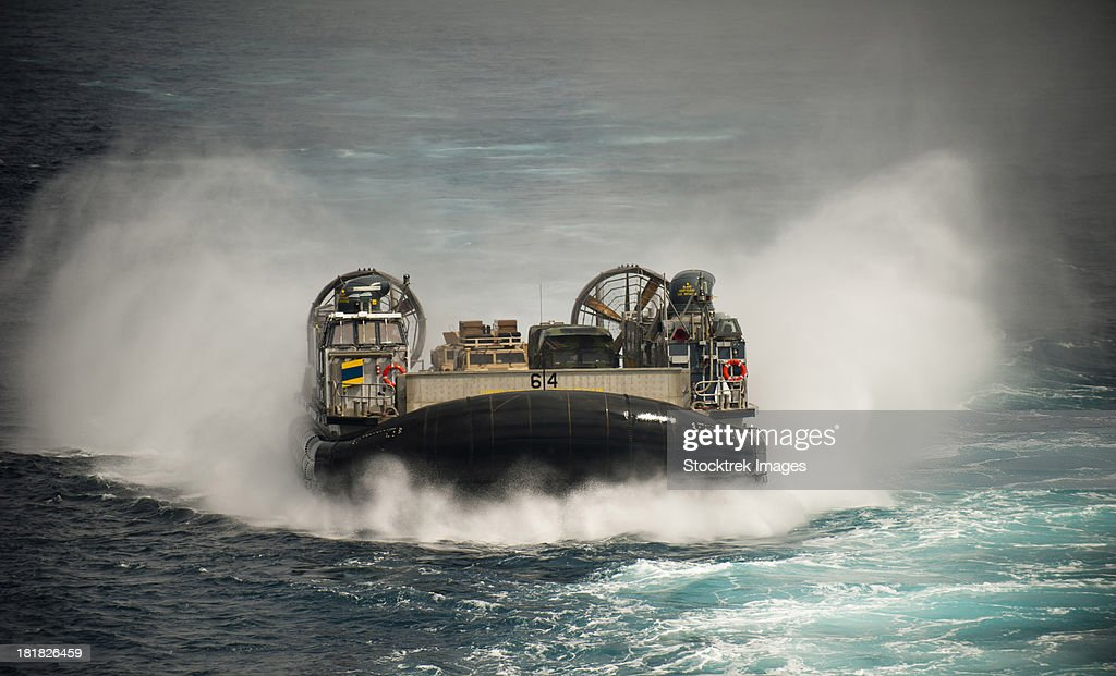 A landing craft air cushion transits the Pacific Ocean at high speed.