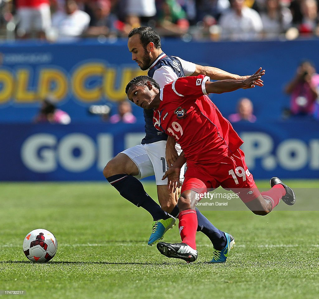 Landon Donovan #10 of the United States battles with Alberto Quintero #19 of Panama during the CONCACAF Gold Cup final match at Soldier Field on July 28, 2013 in Chicago, Illinois.