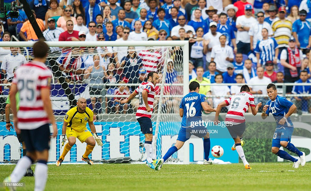Landon Donovan (C) of the US jumps out of the way as Joe Corona (2nd R) kicks in a goal in the first half of a CONCACAF Gold Cup quarterfinal match in Baltimore on July 21, 2013. AFP PHOTO/JIM WATSON