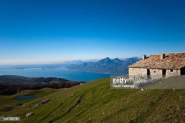 Landschaft von Monte Baldo zum Gardasee, Italien