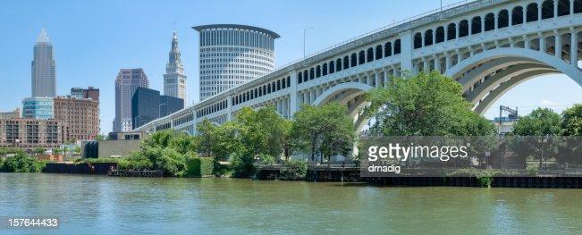 Landscape image of Cleveland skyline and bridge