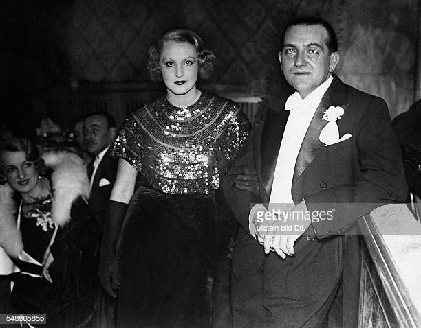 Lang Fritz Film director Austria / USA *05121890 Portrait with Brigitte Helm at the media ball 1932 Published in 'Tempo' Vintage property of ullstein...