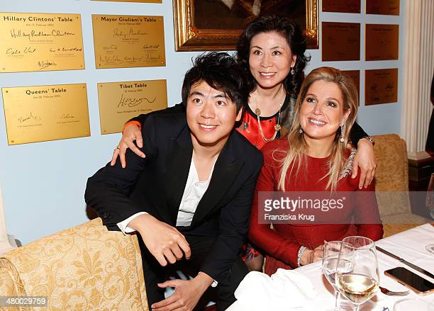 Lang Lang his mother Zhou Xiulan and Queen Maxima of the Netherlandsattend the German Media Award on March 21 2014 in BadenBaden Germany
