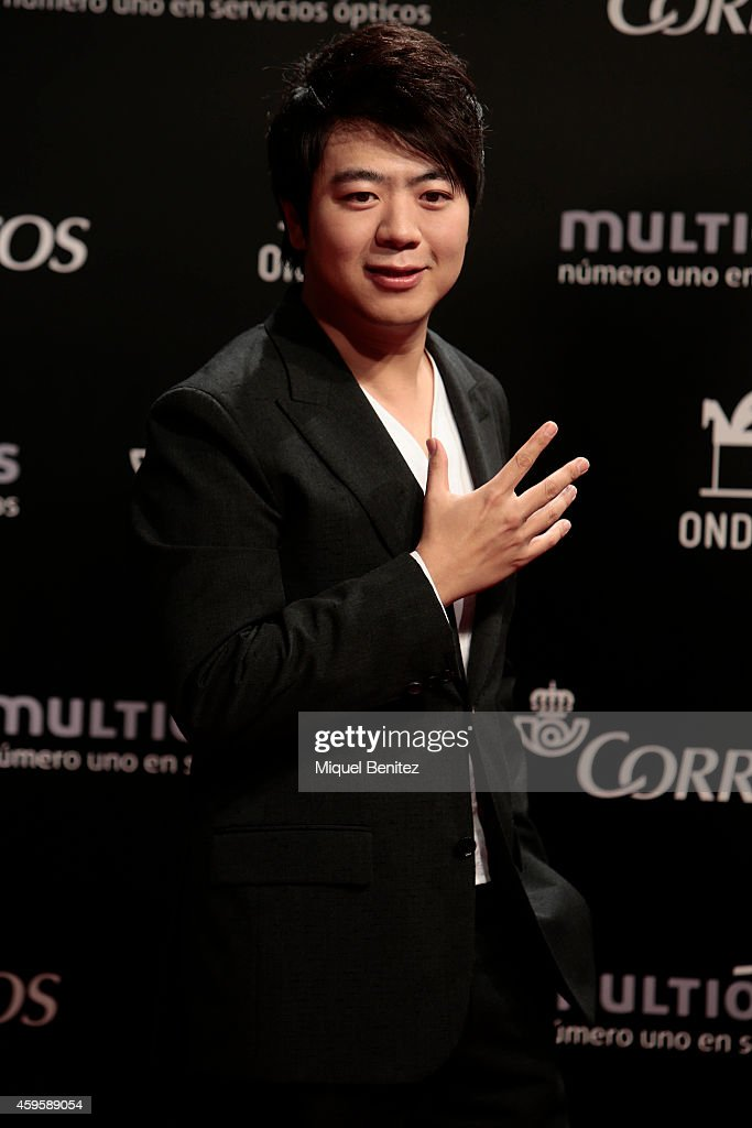 <a gi-track='captionPersonalityLinkClicked' href=/galleries/search?phrase=Lang+Lang&family=editorial&specificpeople=589153 ng-click='$event.stopPropagation()'>Lang Lang</a> poses during a photocall the 61st Ondas Awards 2014 at the Gran Teatre del Liceu on November 25, 2014 in Barcelona, Spain.