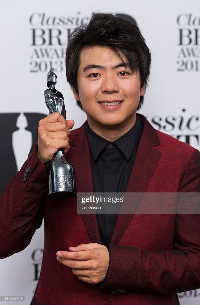 <a gi-track='captionPersonalityLinkClicked' href=/galleries/search?phrase=Lang+Lang&family=editorial&specificpeople=589153 ng-click='$event.stopPropagation()'>Lang Lang</a>, Winner of International Artist of the Year, poses in the winners room at the Classic BRIT Awards 2013 at Royal Albert Hall on October 2, 2013 in London, England.