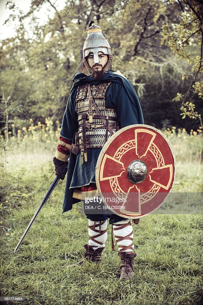 FULL LENGTH SUIT OF ARMOR MEDIEVAL SWORD HELMET SHIELD METAL ...
