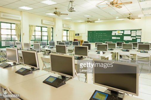 Language lab with many machines and monitors : Foto stock