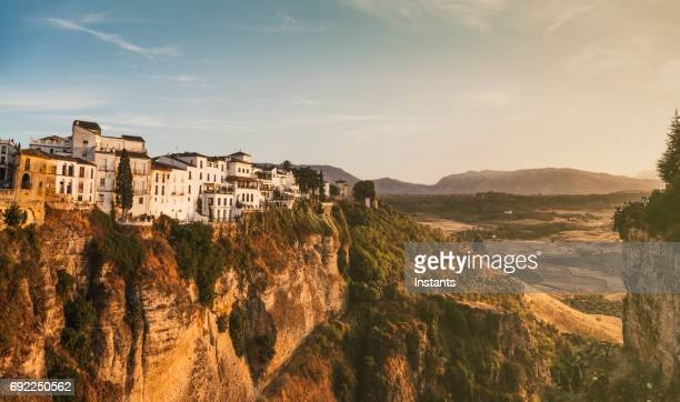 Landschaft von La Ronda mit einigen Häusern, in der schönen spanischen Provinz Málaga in Andalusien.