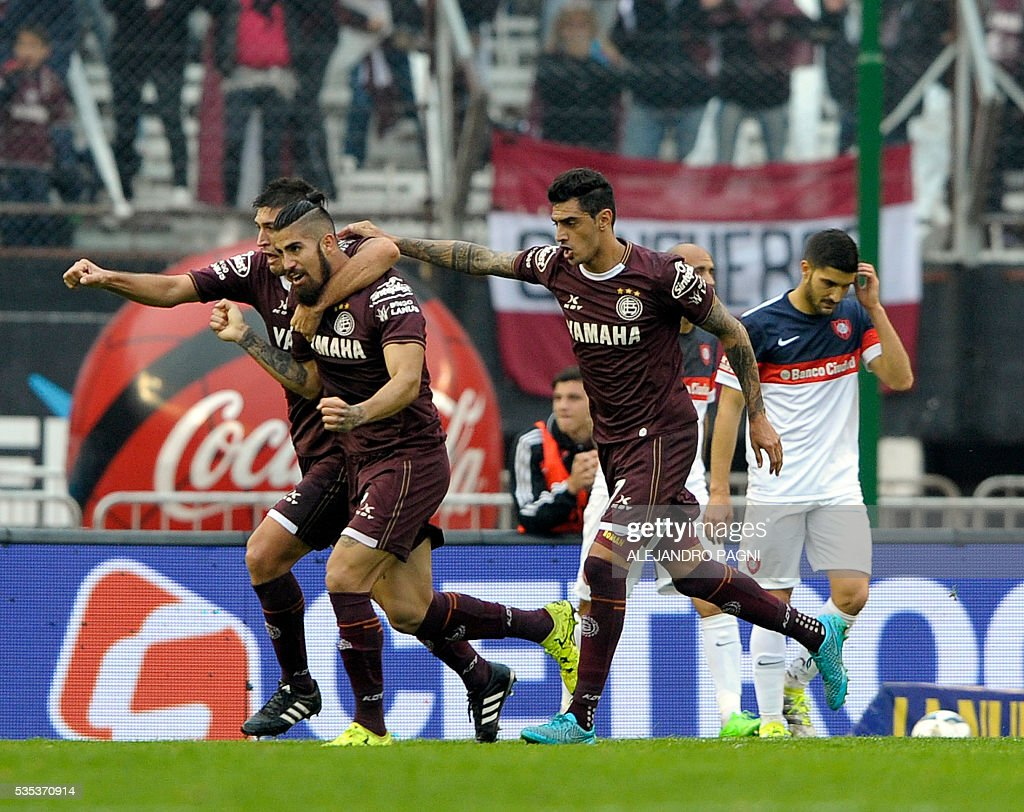 Lanus' midfielder Oscar Benitez (2nd-L) celebrates after scoring a goal against San Lorenzo during an Argentina First Divison football final match at the Momnumental stadium in Buenos Aires, Argentina, on May 29, 2016. / AFP / ALEJANDRO