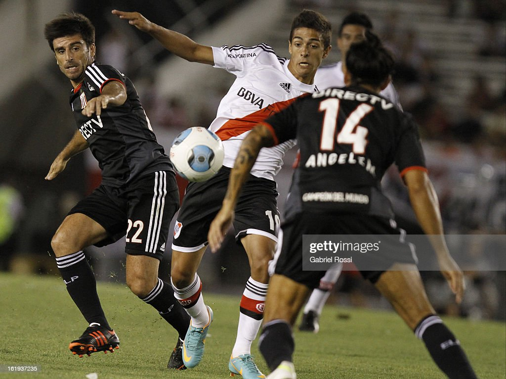 Lanzini of River Plate fights for the ball with Bra–ña of Estudiantes during the match between River Plate and Estudiantes of Torneo Final 2013 on February 17, 2013 in Buenos Aires, Argentina.