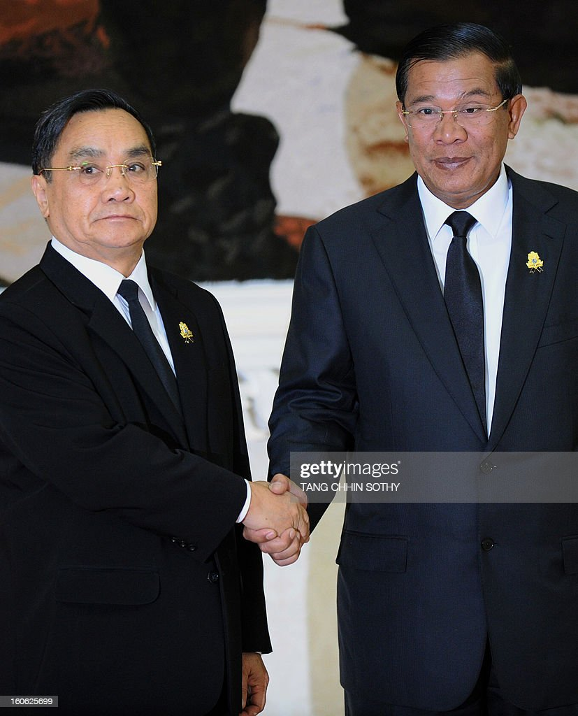 Laos Prime Minister Thongsing Thammavong (L) shakes hands with Cambodian Prime Minister Hun Sen (R) during their meeting at the Peace Palace in Phnom Penh on February 4, 2013. Thammavong arrived here to pay his respects and attend the funeral of the late former king Norodom Sihanouk ahead of his cremation on February 4.