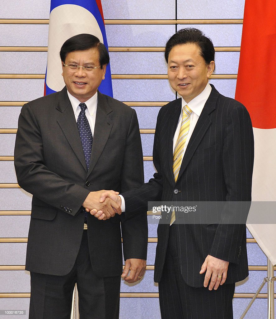 Laotian Prime Minister Bouasone Bouphavanh (L) is welcomed by his Japanese counterpart Yukio Hatoyama at the latter's official residence in Tokyo on May 20, 2010. Bouphavanh is here to attend a Tokyo business conference entitled 'The Future of Asia.'