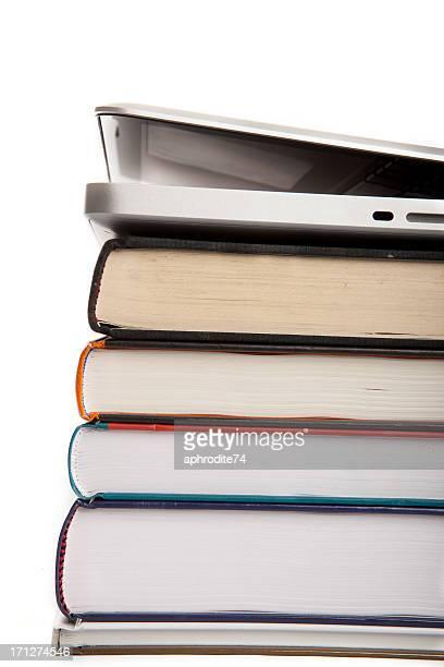 Computadora portátil inaugurado en libros