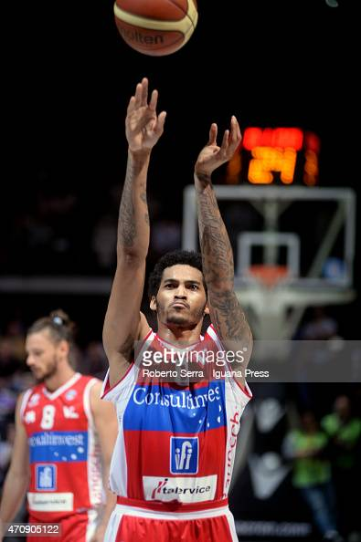 LaQuinton Ross of Consultinvest in action during the LegaBasket match between Virtus Granarolo Bologna and Consultinvest Pesaro at Unipol Arena on...