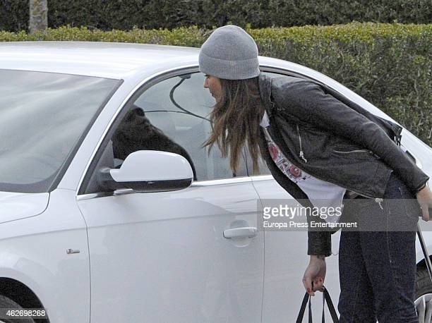 Lara Alvarez is seen saying goodbye to the Formula One racing driver Fernando Alonso on February 2 2015 in Jerez de la Frontera Spain