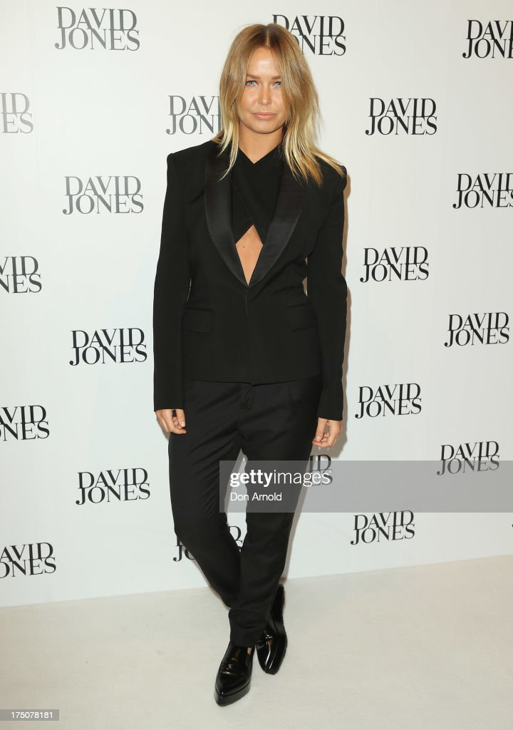 <a gi-track='captionPersonalityLinkClicked' href=/galleries/search?phrase=Lara+Bingle&family=editorial&specificpeople=553554 ng-click='$event.stopPropagation()'>Lara Bingle</a> arrives at the David Jones Spring/Summer 2013 Collection Launch at David Jones Elizabeth Street on July 31, 2013 in Sydney, Australia.