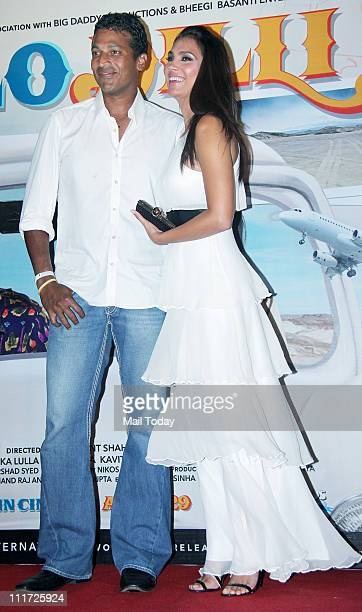 Lara Dutta with husband Mahesh Bhupathi at the music launch of the movie 'Chalo Dilli' at Pritam Da Dhaba Mumbai on April 5 2011