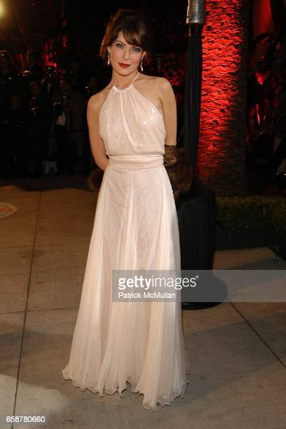 Lara Flynn Boyle attends the 2004 Vanity Fair Oscar Party at Mortons on February 29 2004 in Beverly Hills California