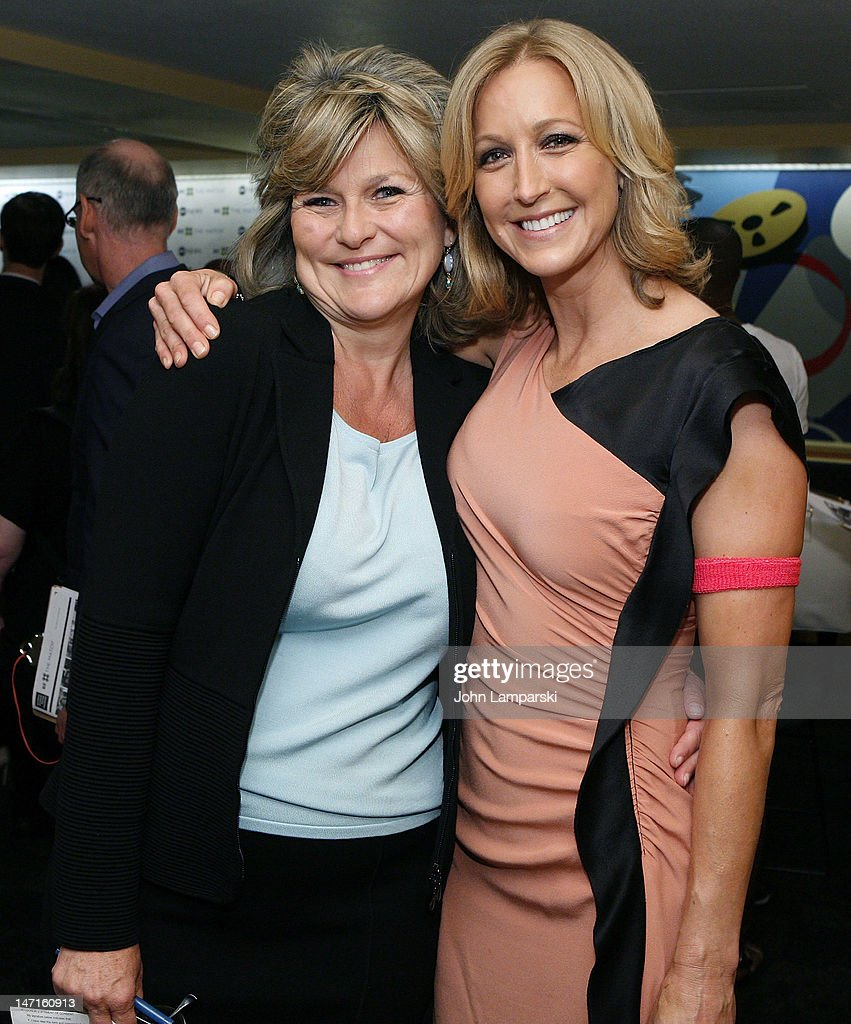 <a gi-track='captionPersonalityLinkClicked' href=/galleries/search?phrase=Lara+Spencer+-+Journalist&family=editorial&specificpeople=240321 ng-click='$event.stopPropagation()'>Lara Spencer</a> (R) and <a gi-track='captionPersonalityLinkClicked' href=/galleries/search?phrase=Cynthia+McFadden&family=editorial&specificpeople=2180286 ng-click='$event.stopPropagation()'>Cynthia McFadden</a> attend the ABC News Bone Marrow Drive at ABC Studios on June 26, 2012 in New York City.