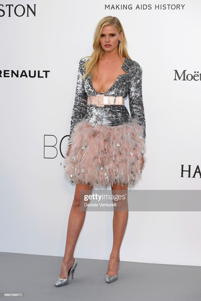 Lara Stone arrives at the amfAR Gala Cannes 2017 at Hotel du Cap-Eden-Roc on May 25, 2017 in Cap d'Antibes, France.