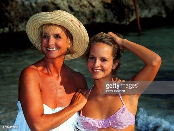 LaraJoy Körner mit Mutter Diana Körner am Rande der Dreharbeiten zur ARDSerie'Happy Holiday' im RobinsonClub auf Mallorca/Spanien Badeanzug Urlaub...