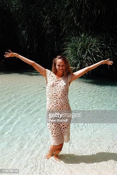 LaraJoy Körner Urlaub Am Rande der Dreharbeiten zur ZDFSerie 'Traumschiff' Folge 32 'Jamaica/GalapagosInseln' Karibik Wasser Meer sexy Schauspielerin...