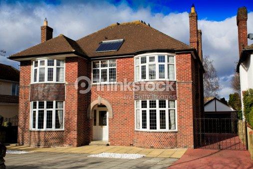 Gro e vor einfamilienhaus stock foto thinkstock for Case inglesi foto