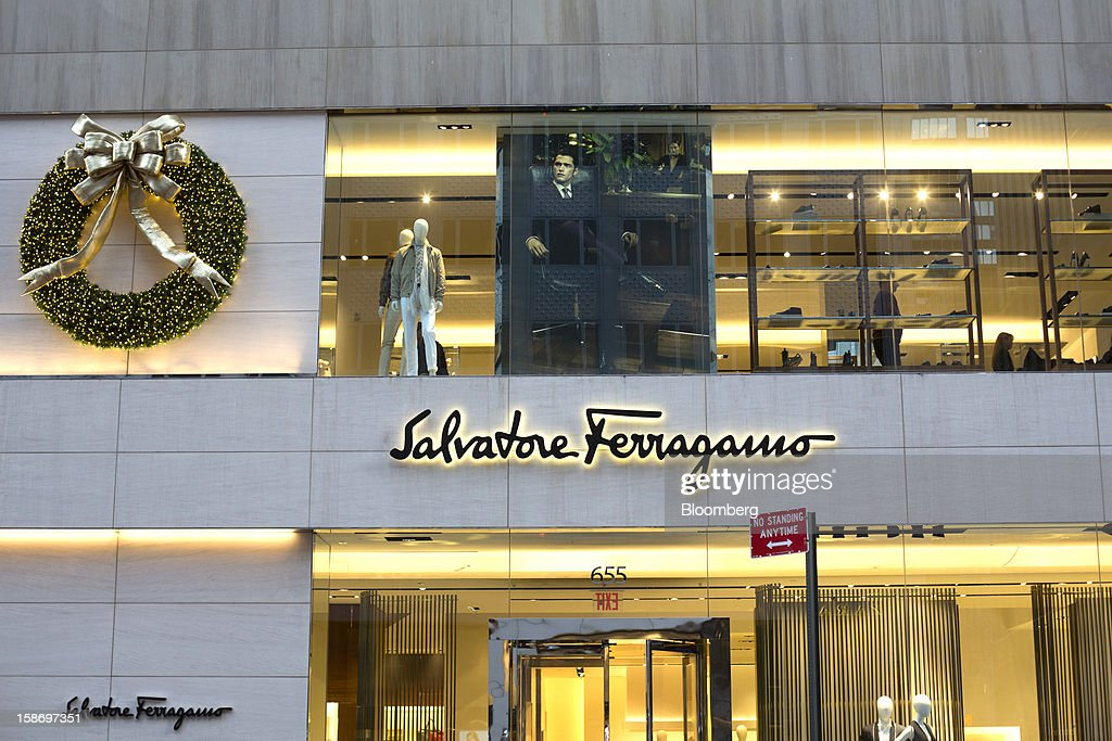 A large Christmas wreath with a gold bow is displayed on the facade of the Salvatore Ferragamo SpA store on Fifth Avenue in New York, U.S., on Sunday, Dec. 23, 2012. Holiday shoppers descended on U.S. stores this weekend in a last-minute dash to buy gifts amid concerns about the nation's economy and the impasse in Washington over taxes and spending. Photographer: Victor J. Blue/Bloomberg via Getty Images