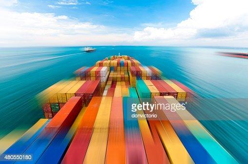 Navio de recipiente grande navio em movimento : Foto de stock