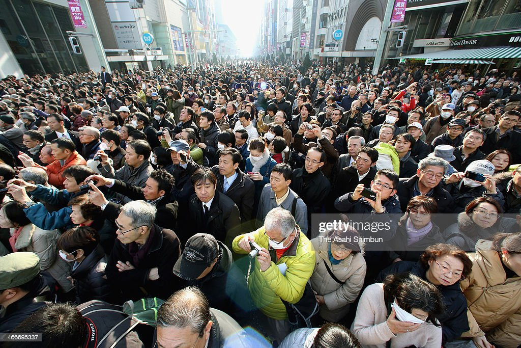 A large crowd hears a candidate's campaign speech for the Tokyo gubernatorial election in the Ginza shopping district on February 2, 2014 in Tokyo, Japan.